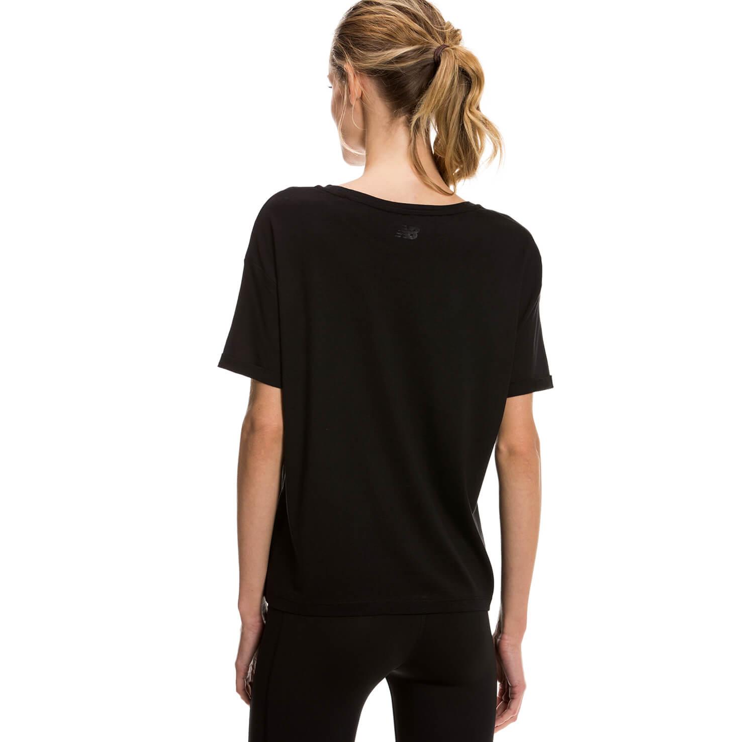 New Balance NB Foiled Logo Tee Siyah Kadın Tshirt