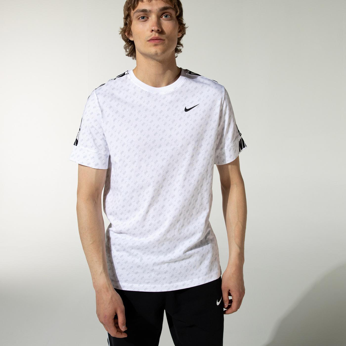 Nike Repeat Erkek Beyaz T-Shirt